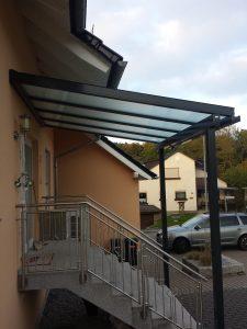 Glasdach als Eingang Überdachung